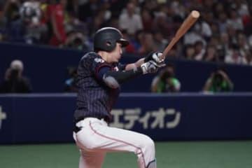 2回に先制三塁打を放った侍ジャパン・源田壮亮【写真:Getty Images】