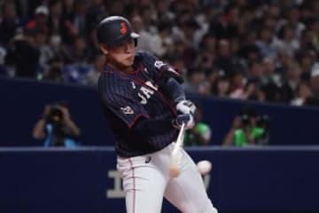日米野球第6戦で侍ジャパンの4番に座った岡本和真【写真:Getty Images】
