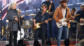 Keith Urban, Chris Stapleton win big at CMAs 2018