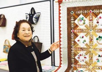 70の手習い初の作品展 福岡の85歳・苗加さんパッチワーク29点
