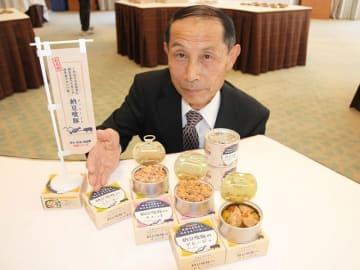 開発した納豆喰豚の缶詰を紹介する堀田秀行社長=下呂市幸田、水明館
