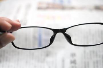 """更年期と""""誤診""""されることも…44歳6カ月から老眼に注意"""