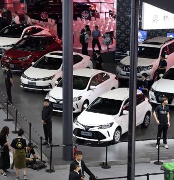 「広州国際モーターショー」のトヨタ自動車のブース=16日、中国広東省(共同)