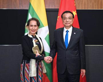 李克強総理、ミャンマーのスー·チー国家顧問と会見 全面的戦略協力関係の推進強調