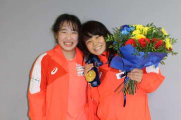 姉妹で優勝の五十嵐未帆(右)と彩季