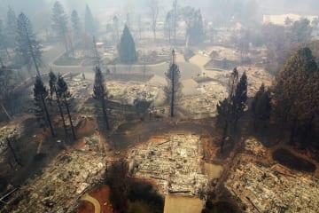 山火事で焼け、荒廃した米カリフォルニア州パラダイスの一帯=15日(ゲッティ=共同)