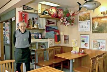 約100年の歴史に幕を閉じる「和可山」の3代目店主、若山惣栄さん=13日、柏崎市高柳町岡野町