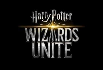 「ハリー・ポッター:魔法同盟」のロゴ PORTKEY GAMES,WIZARDING WORLD, HARRY POTTER: WIZARDS UNITE,characters,names and related indicia and  Warner Bros. Entertainment Inc. Publishing Rights (C) J.K. Rowling. (C)Niantic,Inc. All Rights Reserved(s18)