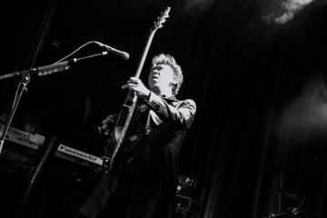 スイス・チューリヒで行ったライブでギターを奏でる布袋寅泰。ソロデビューから30年となった今も、その情熱に衰えはない=Photo by Michiko Yamamoto