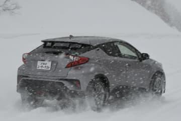 雪道で4WDは上り坂に強くても下り坂では止まりづらい!2WDと登坂・ブレーキ性能を比較