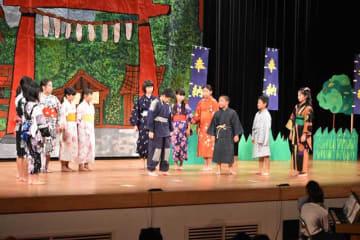 児童劇「縄の帯」を演じた高鍋西小6年生たち