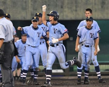 高校野球秋季県大会で8強入りした横浜商(Y校)