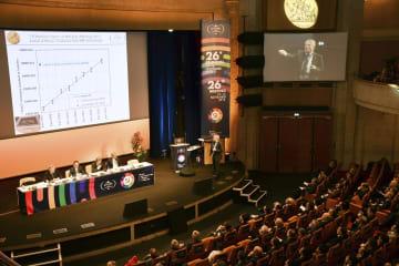 フランス・ベルサイユで開かれた国際度量衡総会=16日(共同)