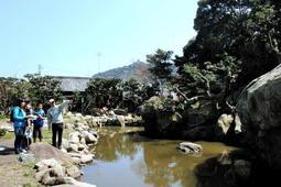 淡路初の国名勝に指定される「旧益習館庭園」=洲本市山手3