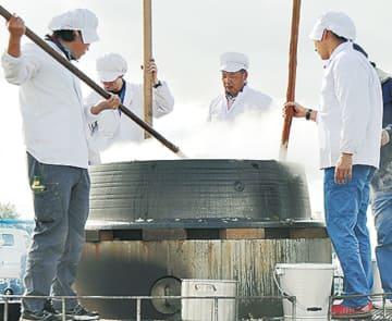 「あやせ産業まつり〜商工フェア・農業収穫祭〜」名物『大釜豚すき』の無料配布も