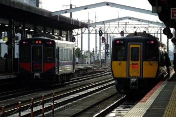 【クイズ】黄色い列車の次の停車駅は?