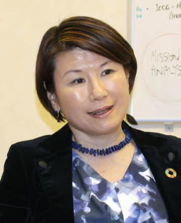 インタビューに答えるUNDPの岡井朝子危機対応局長=16日、ジュネーブ(共同)