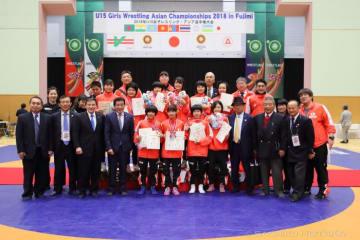6階級を制覇し、団体優勝を遂げた日本チーム