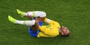 """ネイマール、代表戦でカバーニに""""削られる""""!試合後には何と言った?"""