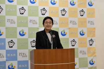 新斎場建設地の再検討中止の方針を発表する大川秀子市長