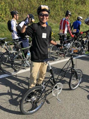 「サイクリングしまなみ2018」出走前の小径車と野島