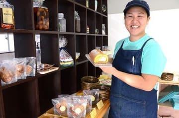 宮古島の雪塩キャラメルロールケーキがイチオシ! 宮古に洋菓子の新風「huit」オープン