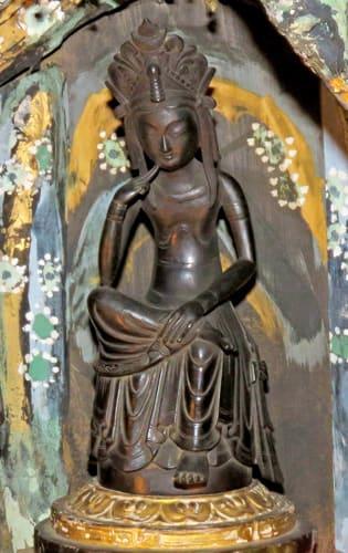 公開されている小谷寺の本尊「如意輪観音像」(長浜市湖北町伊部)