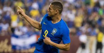俺にはサッカーしかなかった!ブラジル代表FW、「落第ネタ」で笑いをとる