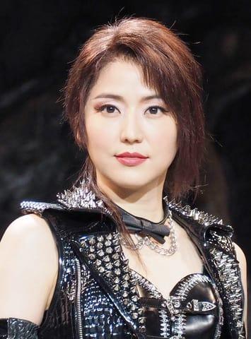 舞台「メタルマクベス disc3」の会見に登場した長澤まさみさん