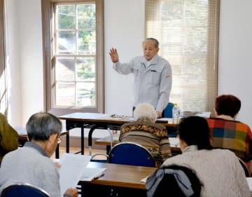 1884年建築の現・宇和島市立歴史資料館 建築士の酒井さん、構造や移築作業説明 物語る南予の先駆性