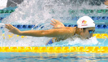 女子100メートルバタフライで優勝した池江璃花子=東京辰巳国際水泳場