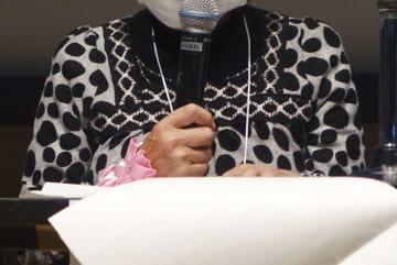 旧優生保護法下の不妊手術について自らの被害状況を話す宮城県の70代の女性=17日、浜松市