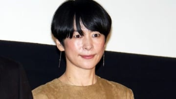 映画「生きてるだけで、愛。」の公開記念舞台あいさつに出席した西田尚美さん