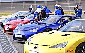 スポーツカー、燃料電池車に試乗体験 未来の技術者に最高峰を