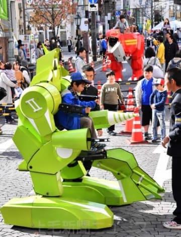 乗れるロボット人気 高崎・えびす講