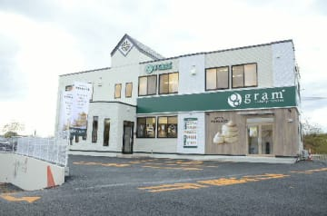 青森県内初出店となる「gram八戸店」=13日、八戸市北白山台5丁目