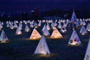 1500基の灯籠に火をともした「灯物語~集」=17日、南阿蘇村