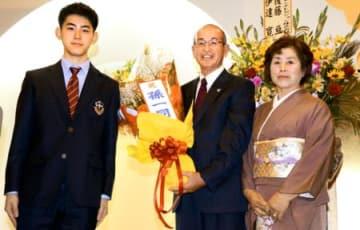 県農業賞、稲作の励み 天栄の内山さん夫妻祝賀会