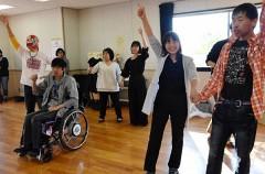 障害者モデルショーで被災校支援