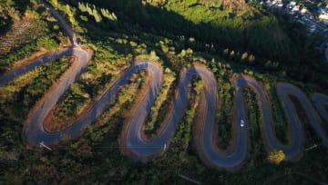 6キロの道に急カーブ68カ所 雲南省宜良県