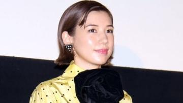 映画「生きてるだけで、愛。」の公開記念舞台あいさつに出席した仲里依紗さん