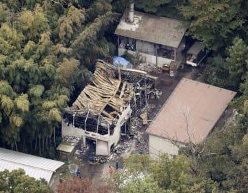 火災で全焼した明治神宮境内の倉庫=18日午後、東京都渋谷区(共同通信社ヘリから)