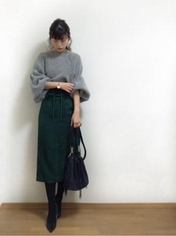 コーデの幅が広すぎる! 何でもしっくりくる「グリーンのタイトスカート」が今欲しい♡