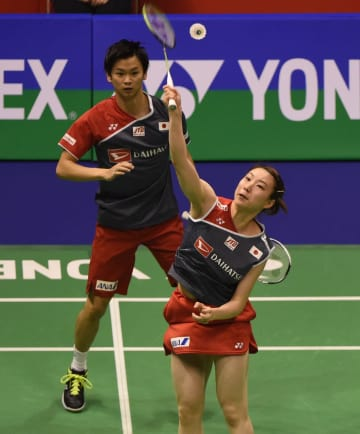 渡辺·東野組が決勝へ 混合ダブルス バドミントン香港オープン