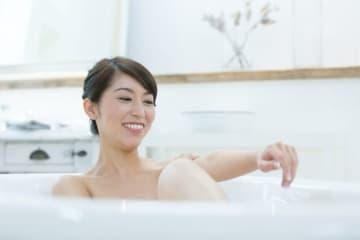 入浴によって身体が受ける「温熱作用」「水圧作用」「浮力作用」の観点から、全身浴と半身浴のそれぞれのメリット・デメリットを医学的に見てみましょう。