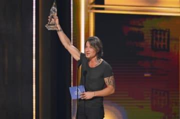 11月14日、米テネシー州ナッシュビルで第52回カントリー・ミュージック協会(CMA)賞の授賞式が開かれ、クリス・ステープルトンが「男性ボーカリスト・オブ・ザ・イヤー」など3冠に輝いた。最高賞の「エンターテイナー・オブ・ザ・イヤー」はキース・アーバン(写真)に贈られた - (2018年 ロイター/Harrison Mcclary )