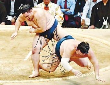 朝乃山4勝目 九州場所8日目