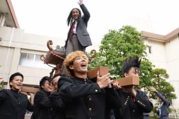 連続ドラマ「今日から俺は!!」第6話の一場面=日本テレビ提供