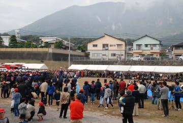 多くの住民が参加した島原市防災避難訓練=同市、新湊町集合避難施設
