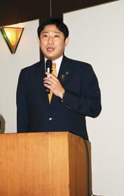 室蘭の基幹産業などについて語る青山市長